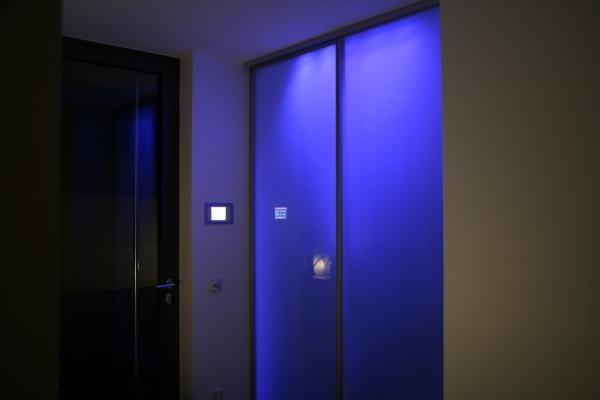 Hinterleuchtung einer Glastür