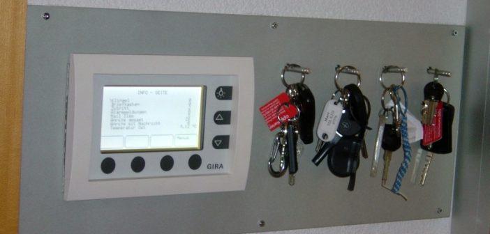 KNX-Schlüsselbrett mit MT 701-Display